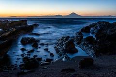 Mt的日落片刻 与三浦海岸线的富士 免版税图库摄影