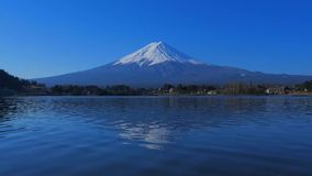 Mt 与天空蔚蓝的富士从'Ubuyagasaki'河口湖日本 影视素材