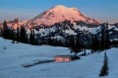 Mt Более ненастное озеро Tipsoo, штат Вашингтон Стоковое Изображение RF