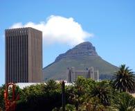Mt голова и бетонные здания льва Стоковая Фотография