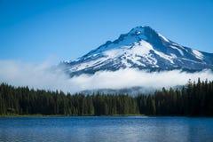 Mt. Клобук, озеро горы, Орегон Стоковая Фотография RF