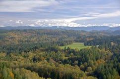 Mt Клобук от точки зрения Sandy Орегона Jonsrud Стоковые Фотографии RF
