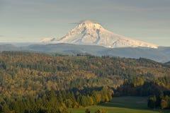 Mt Клобук от точки зрения Sandy Орегона Jonsrud Стоковая Фотография