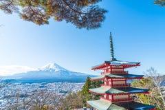Mt Фудзи с пагодой Chureito в осени, Fujiyoshida Стоковые Фото