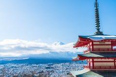 Mt Фудзи с пагодой Chureito в осени, Fujiyoshida Стоковые Изображения