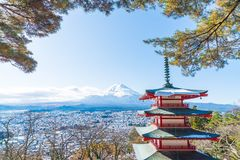 Mt Фудзи с пагодой Chureito в осени, Fujiyoshida Стоковое Фото