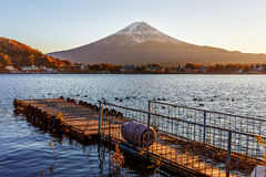 Mt Фудзи внутри на озере Kawaguchiko Стоковая Фотография RF