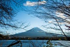 Mt Фудзи и небо Стоковые Изображения