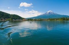 Mt Фудзи обозревая озеро стоковое фото rf