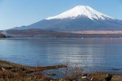 Mt Фудзи от озера Yamanaka стоковые изображения
