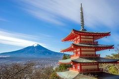 Mt Фудзи с пагодой Chureito Стоковые Изображения