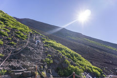 Mt 上升的富士,下降的吉田足迹 库存照片