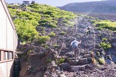 Mt 上升的富士,下降的吉田足迹 免版税库存照片