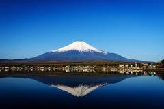 Mt 与地平线反射的富士 免版税库存图片