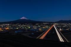Mt 与托梅高速公路的富士 免版税图库摄影