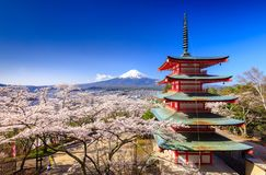 Mt 与Chureito塔的富士,吉田市,日本 免版税库存照片