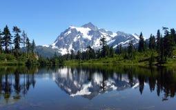 Mt贝克的美丽的Picture湖 库存照片