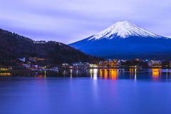 Mt 从卧室的富士在Tominoko旅馆里 免版税库存照片