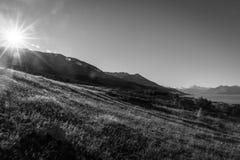 Mt 厨师和湖在黑白口气的Pukaki 图库摄影