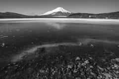 Mt 富士冬天从山中湖的季节射击 山梨, J 库存照片