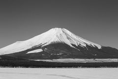 Mt 富士冬天从山中湖的季节射击 山梨, J 免版税库存照片