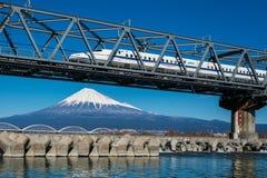 Mt 富士和日本人火车 库存照片
