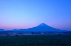 Mt 富士山在黎明 免版税库存图片