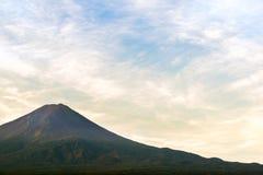 Mt 富士日落在湖Kawaguchiko山梨,日本的秋天 免版税库存照片