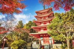 Mt 有秋天颜色的富士山在日本 图库摄影
