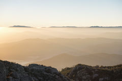 Mt水牛城有雾的日出 免版税图库摄影