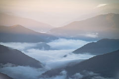 Mt水牛城有雾的日出 免版税库存图片