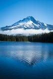 Mt. Клобук, озеро горы, Орегон Стоковое Фото