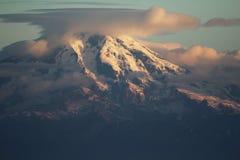 Mt.伊里亚姆纳湖夏天日出 免版税图库摄影