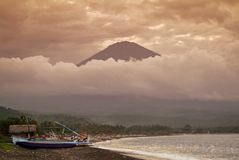 Mt Agung i wioska Amed Fotografia Royalty Free