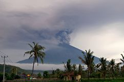 Mt Agung wulkanu erupcja w Bali - 25 - 27 Listopad 2017 zdjęcia stock