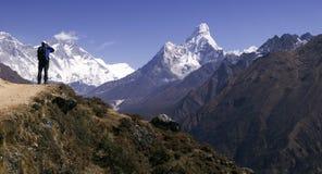 Mt. Ama Dablam e trekker Fotografia Stock Libera da Diritti