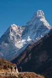 Mt. Ama Dablam in Everest region, Nepal. Ama Dablam is a mountain in the Himalaya range of eastern Nepal. The main peak is 6,856 metres (22,493 ft), the lower Stock Photo