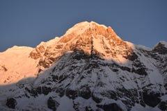 Mt Annapurna - salida del sol fotografía de archivo libre de regalías