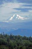 Mt Aumenti di McKinley dalla foschia di primo mattino Immagini Stock