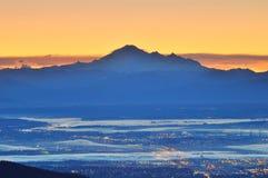 Mt. Bäcker und Fraser Tal am Sonnenaufgang Stockfotografie