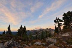 MT Baker Autumn Sunrise Stock Afbeeldingen