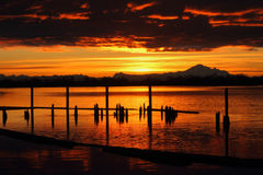 Mt. Baker Sunrise over Fraser River Stock Afbeeldingen