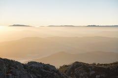 Mt Bawoli Mgłowy wschód słońca Fotografia Royalty Free