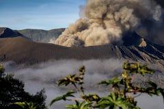 Mt Bromo火山在Java,印度尼西亚爆发 库存照片