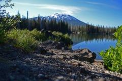 Mt Célibataire de lac photo stock