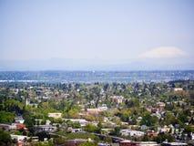 Mt Capa com o Portland no primeiro plano Fotografia de Stock Royalty Free