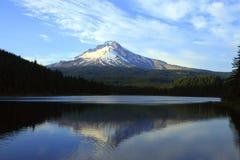 Mt. Capot et lac Trillium, Orégon. Images stock