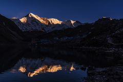 Mt Cho Oyu Himalaya Sunrise foto de stock royalty free