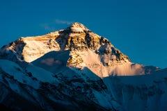 Mt. Chomolangma au temps de coucher du soleil Images stock
