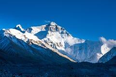 Mt. Chomolangma på eftermiddagen Arkivfoton